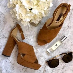 NWOT BCBGeneration tan suede chunky heels sz5